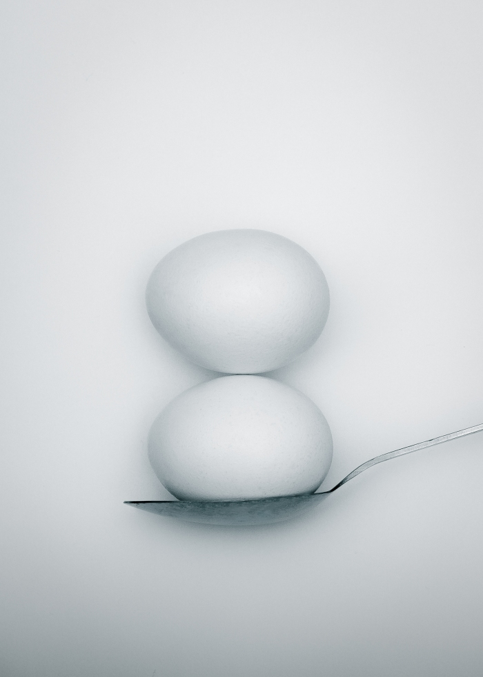 balance-spoon-breakfast-eggs
