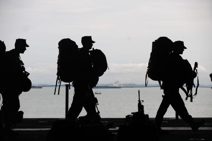 soldier-departing-service-uniform-40820